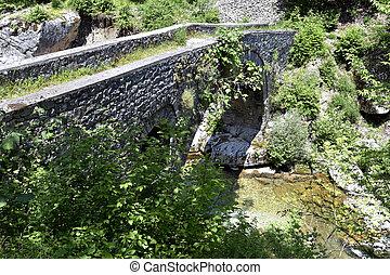Greece, Epirus, old Kouiassa stone bridge over Kalarritikos river