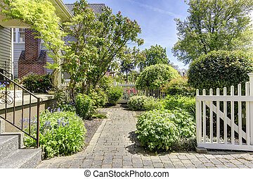 Green front yard with walkway - Fenced front yard with open...