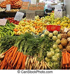 Green Market Stall - Fresh Vegetables at Farmers Market ...