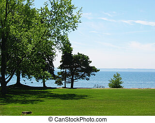 Green Park - Lush green park with Lake Ontario in the ...