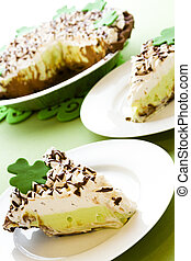 Green pie - Chic pie crust with chic mousse and white chic...