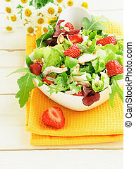 Green salad with strawberry and chicken