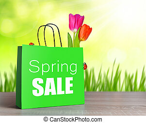 Green shopping bag with spring sale word.