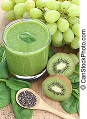 Green smoothie rich in dietary fiber : spinach, chia seeds,...