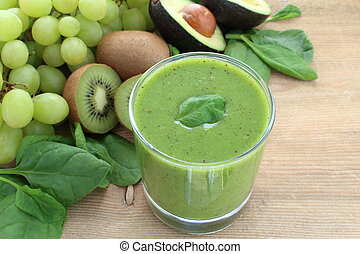 Green smoothie rich in dietary fiber : spinach, grapes, kiwi...