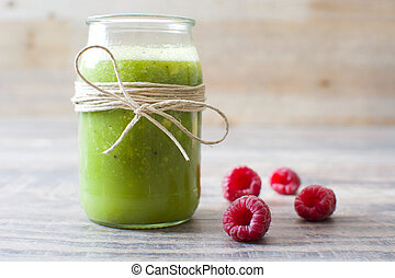Green smoothie with raspberries