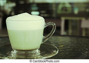 green tea and milk