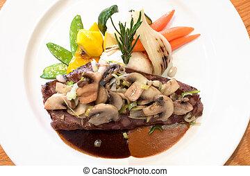 grelhados, cogumelos, carne, bifes