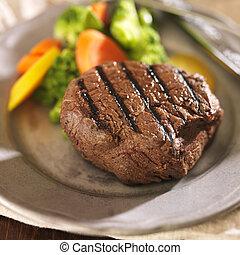 grelhados, prato, legumes, bife