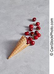 grigio, scelto, wafer, dolce, fondo., ciliegie, cono, frescamente, rosso