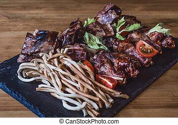 griglia, cipolla, assortito, carne, spuntini, anelli, birra, profondo-fritto, formaggio, bar.