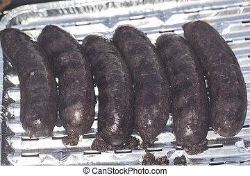 griglia, salsiccia, nero