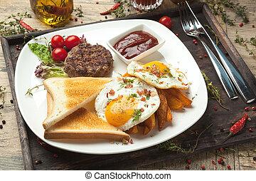 griglia, uova, croccante, manzo, toast., tritato, fritto