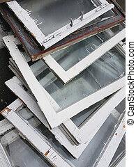 grijs, oud, ruiten, verticaal, garbage:, houten, vensters, bewolkt, stortplaats, opgestapelde, venster, kleur, lijstjes, witte , hoop, veranderen, frame.