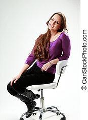 grijs, vrouw zitten, op, nadenkend, achtergrond, stoel