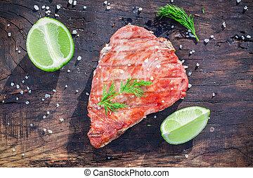 grilla, röd, tonfisk, med, citron, och, dill