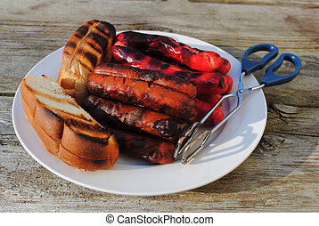 Grilled Hotdogs with Toasted Buns