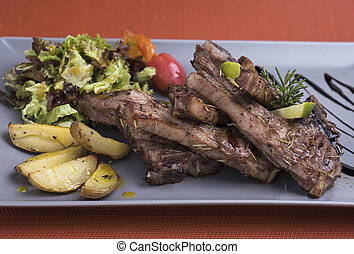 Grilled lamb chops with baked potatoes (2).