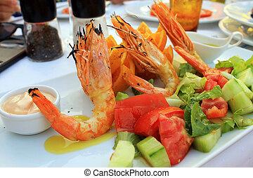 Grilled prawns and vegetable salad