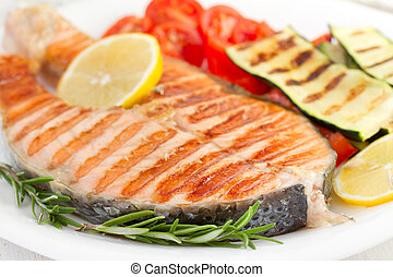 grilled salmon with lemon and vegetables