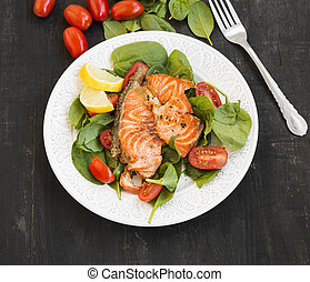 Grilled Salmon with Spinach and Tomatoes Salad