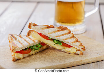 grilled sandwich toast with tomato