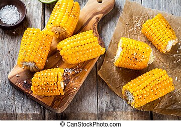 Grilled sweet corn with salt