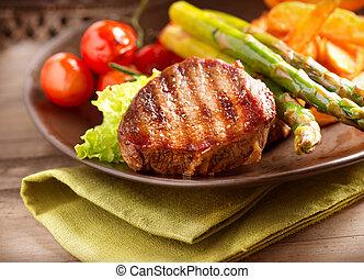 grillere grønsager, steg, kød, bøf