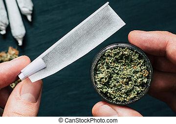 grinder, met, vers, marihuana, wiet, en, papier, voor,...