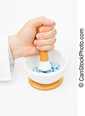 Grinding pills with help of mortar and pestle