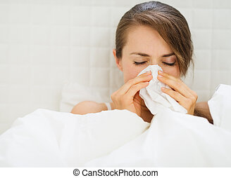 gripe, mulher, deitando, cama