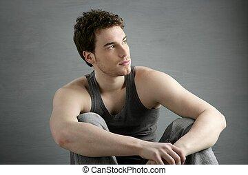 gris, asseoir, sur, jeune, portrait, désinvolte, homme