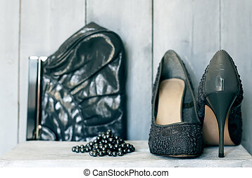 gris, chaussures