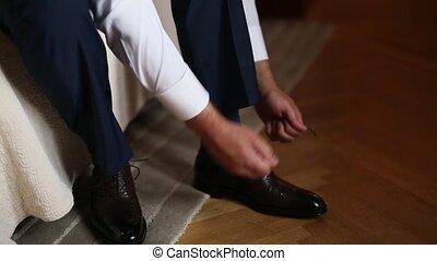 gris, chaussures, pourpre brun, chaussettes, pantalon, robe, homme