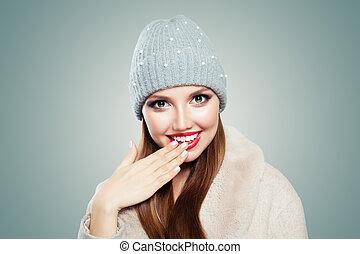 gris, femme, jolie fille, jeune, rire., fond, chapeau blanc, modèle, heureux
