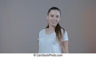 gris, sourire., jeune, arrière-plan., studio, modèle, portrait, sport