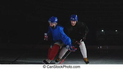 grit, puck., twee, ijs, spelend, spelers, hockey, steadicam, vecht, rink., man