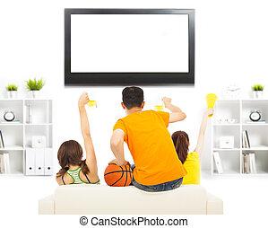 gritando, televisão assistindo, pessoas, jovem, enquanto, assim, excitado
