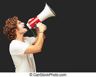 gritos, hombre, megaphone, joven, retrato