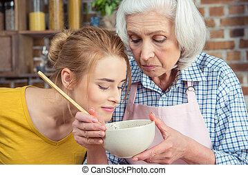 großmutter, enkelin, kochen, zusammen
