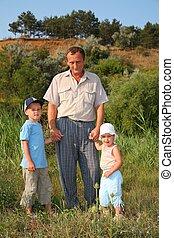 großvater, mit, enkelkinder