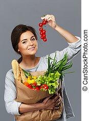 grocery, 브루넷의 사람, 여자, 버찌, 야채, 가방, 가득하다, 신선한, 미소, 토마토