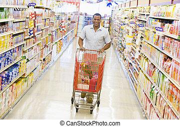 grocery boodschapend doend, jonge man