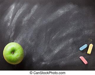 groene appel, op, bord, of, chalkboard