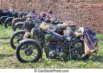 groene, militair, motorcycles, geparkeerd, in een rij