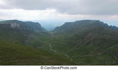 groene, vallei, tussen, bergen, luchtmening