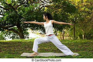 groene, vrouw, yoga, gras