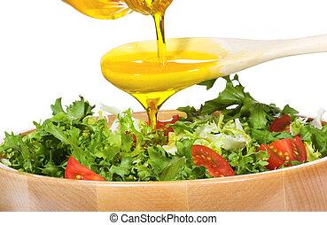 groente, slaatje, met, olijvenolie, gieten, van, een, fles