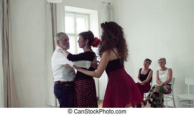 groep, dancing, stand, senior, mensen, teacher., dans