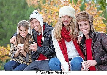 groep, herfst, herfst, tieners, of, vrolijke